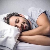 Ob c39878 homme qui dort